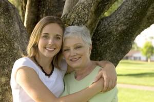 Lücken der gesetzlichen mit privater Pflegeversicherung schließen